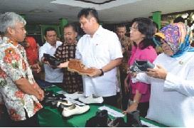 Nilai Produksi IKM Alas Kaki Ditargetkan Rp 24 Triliun Tahun 2017
