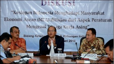 KESIAPAN INDONESIA MENGHADAPI MEA DITINJAU DARI ASPEK PERATURAN TENAGA KERJA ASING